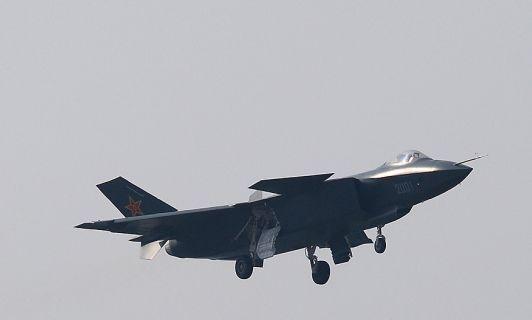 资料图:网络上流传的国产歼-20隐形战机试飞图片