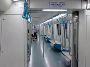 地铁车内部