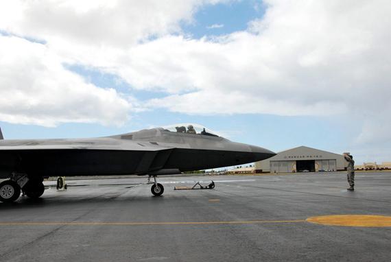 资料图:美军驻扎亚太地区的F-22战机