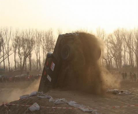 军事装备----勇士军车的精彩表演 - 披着军装的野狼 - 披着军装的野狼