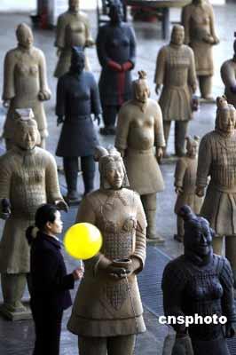 女兵马俑亮相北京 诠释女性世界痛苦 - 潇彧 - 潇彧咖啡-幸福咖啡