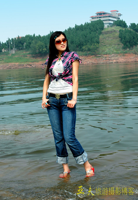 (原创)'西模中国'美女在四川龙泉湖 之六 - 高山长风 - 亚夫旅游摄影博客