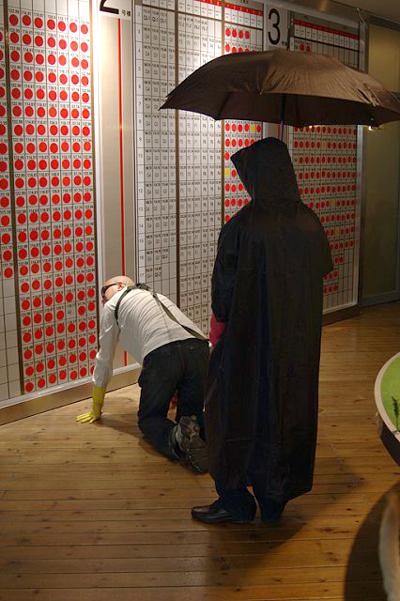 张羽07年行为艺术《伞灵与狗》 - 张羽魔法书 - 张羽魔法书