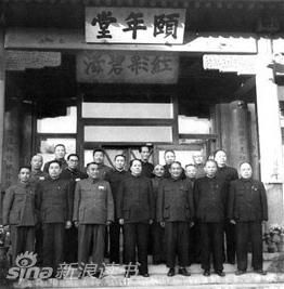 军委副主席时与国家领导人的合影(资料图片)-刘少奇图片