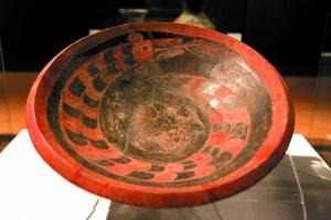 陶寺遗址早期的彩绘龙纹陶盘。