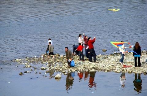 2月15日  暖冬下的江边休闲 - 西大人 - 西大人 - 希望有个好心情