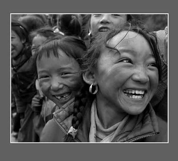 社会写真:每一个角落都有流不尽的泪 - 击杀未来 - 未来的天空