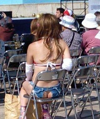 大胆美眉们短裤新式穿法(图) - o℃ 的浪漫 - 分享美丽、品味经典