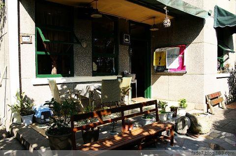 厦门咖啡馆系列之雅舍 - 苍白 - 77楼左往。任我苍白。