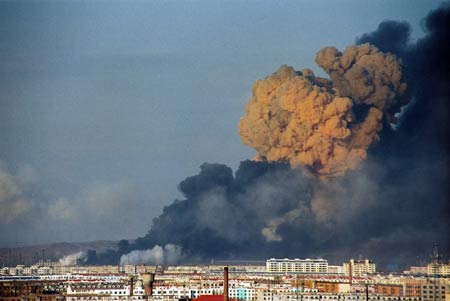 吉林石化公司爆炸目击:巨大蘑菇云笼罩城市上空