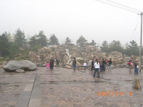 西安秦岭野生动物园位于西安市南