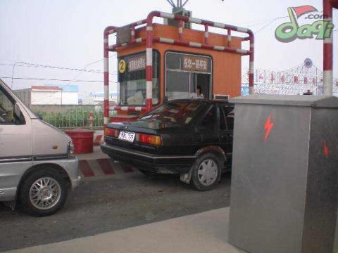 看司机如何收费站的 - 快乐+++ - 没有路的路!但我相信,花--盛开在高四!