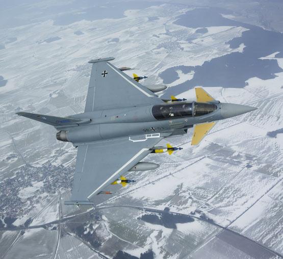 图文:德国台风战机进行制导武器挂载飞行试验