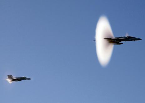 超音速飞机突破音障