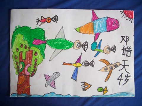 因为小鸟,人发明了飞机,飞机有啥了不起,同是在天空里飞翔,飞机