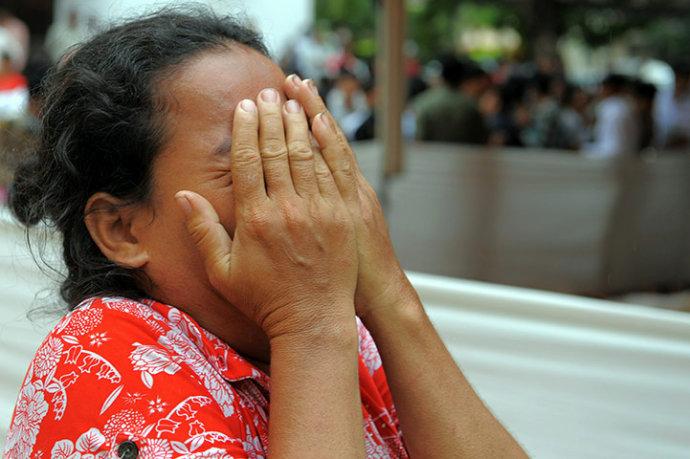 图文回顾柬埔寨踩踏悲剧,起因竟疑是男孩玩笑(组图) - 刻薄嘴 - 刻薄嘴的网易博客:看世界