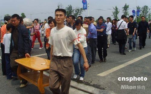 港报:大悲之后唤发大爱 人性光华使人动容 - xt5999995 - 赵文河的博客