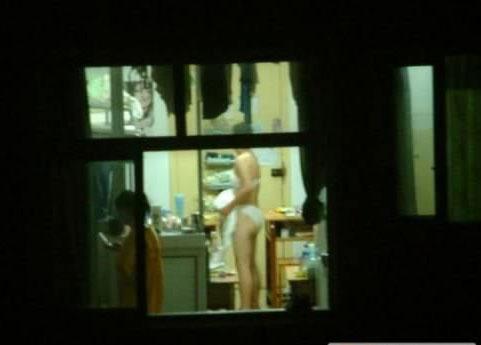 女生宿舍内换衣遭偷拍 数十张照片被上传