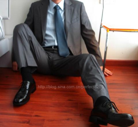 男士皮鞋黑袜西装_家具