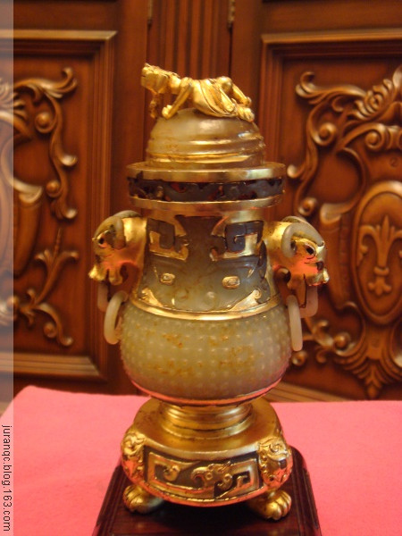 《鎏金螭龙钮连座玉瓶》(图文原创) - 靰鞡草 - 靰鞡草的博客