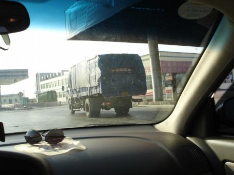 中国公路货车的后保险杆-追尾事故的死亡陷阱 - pfspfs666.popo - 反三的博客
