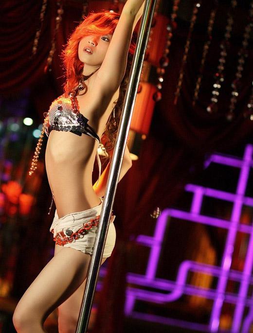 激情四射,性感美女演绎钢管舞 - 冰豆 - 向六的空间
