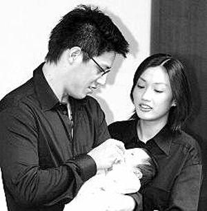 蒋家第4代的蒋友柏和妻子林姮怡及孩子
