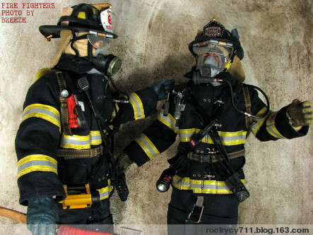 可以说真实消防员的装备是应有竟有
