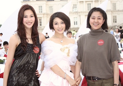 出席青岛火炬传递欢庆会见倪萍大姐 - 杨芳 - 杨芳的博客