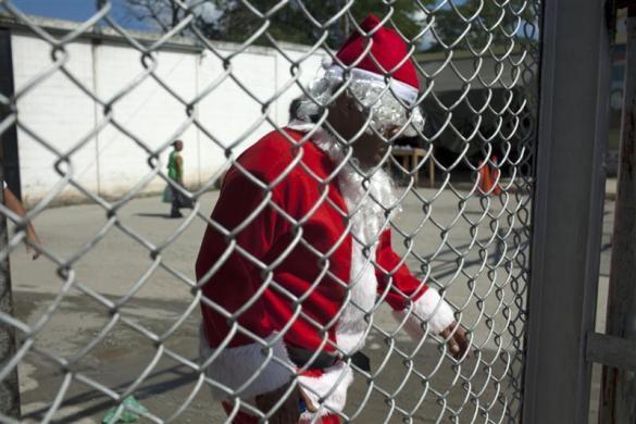 委内瑞拉圣诞老人为孩子们进监狱(组图) - 刻薄嘴 - 刻薄嘴的网易博客:看世界