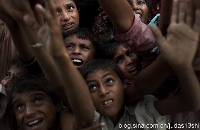 身处灾难中的巴基斯坦儿童,可怜!(组图) - 刻薄嘴 - 刻薄嘴的网易博客:看世界