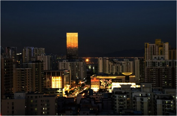 [原]深圳·塘朗村及楼顶的黄昏 - Tarzan - 走过大地
