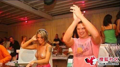 外国女DJ竟然裸体上班哦 - 云之舞 - 云之舞