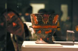 陶寺遗址早期的彩绘陶簋。