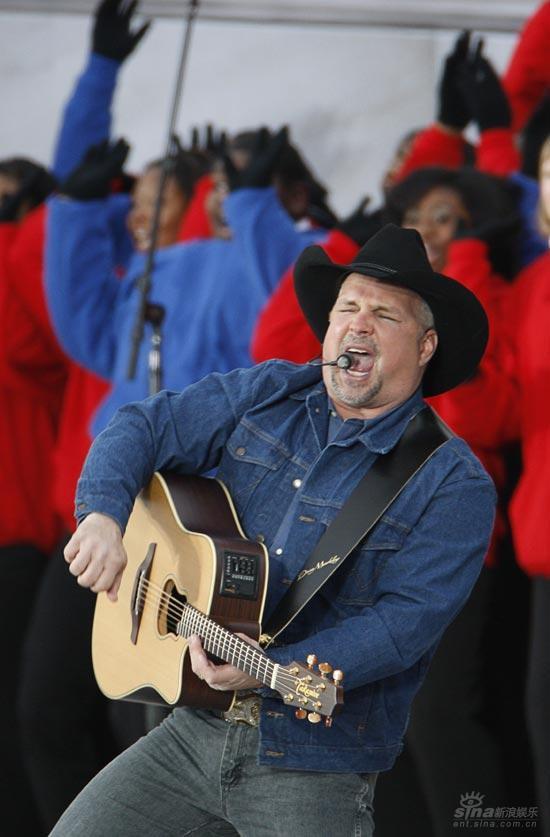 图文:奥巴马就职音乐会--加斯-布鲁克斯献唱