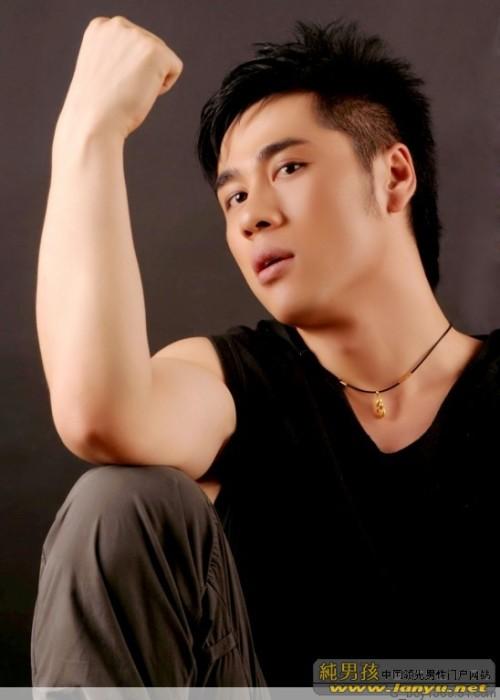 阳光少年与魅力帅哥 - tesqingdaoxiaoge - 青岛小哥欢迎你!