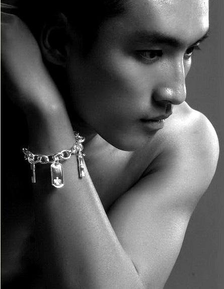 佩戴同志首饰的俊小伙儿精美写真 - 大唐皇朝 - 大唐皇朝┽→  帅男 时尚娱乐
