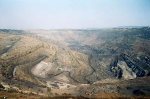 海州露天煤矿矿坑见证了一段历史  - 石學峰 - 薛锋的博客
