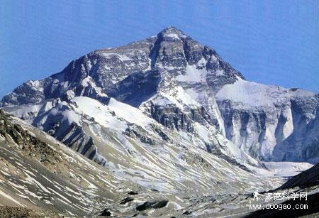 图案.珠穆朗玛峰位于我国和尼泊尔交界的地方,从中国境内眺高清图片