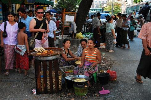 囧!缅甸办手机号居然要1万人民币【直播缅… - 行走40国 - 行走40国的博客