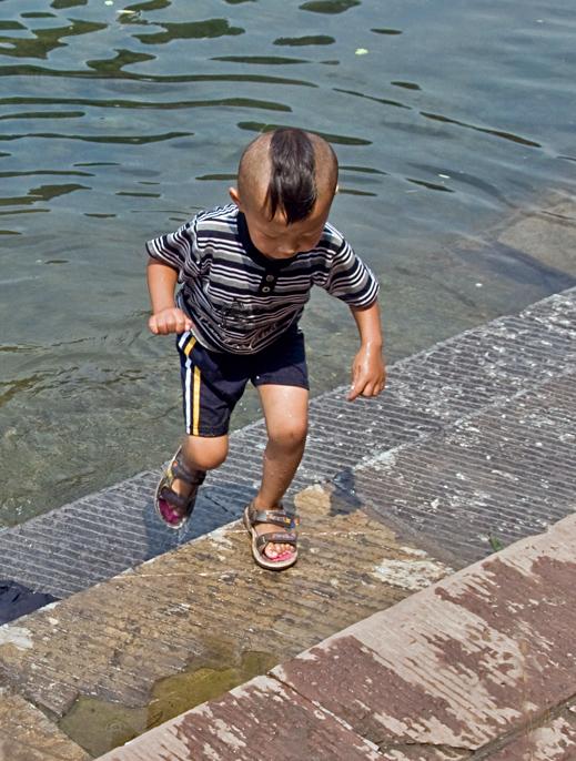 [原创]河边小男孩 - 歪树 - 歪树