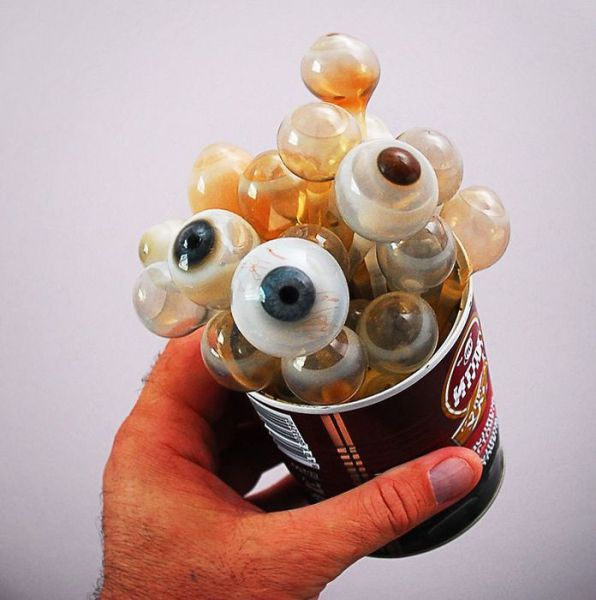 """玻璃假眼是怎样制成的?一""""吹""""而就!(组图) - 刻薄嘴 - 刻薄嘴的网易博客:看世界"""
