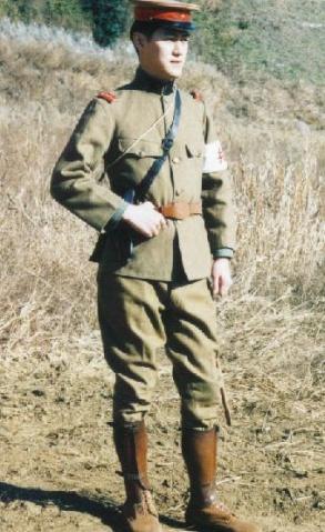 軍奴愛馬靴 - 闪亮的军腰带 - 军装下的毛熊