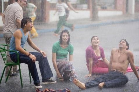 感情如水般流淌,如雨般倾泻,一部充满诗意的电影《夏季雨 Camino de los ingleses》 - 雪狐赢天 -