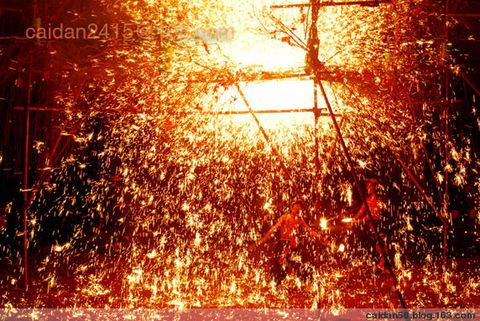 【原创】令人震撼的确山打铁花 - caidan58 - 摄影师陆岩的博客