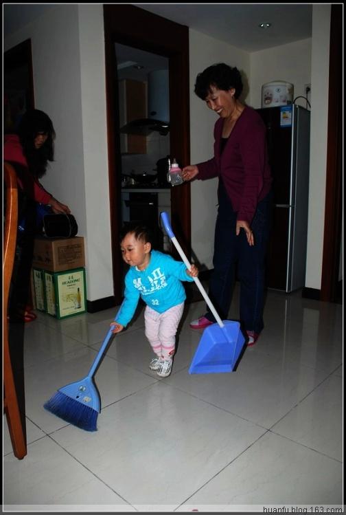 家有千金467天:扫地 - AF摄影(蹈海踏浪) - 青岛AF摄影工作室