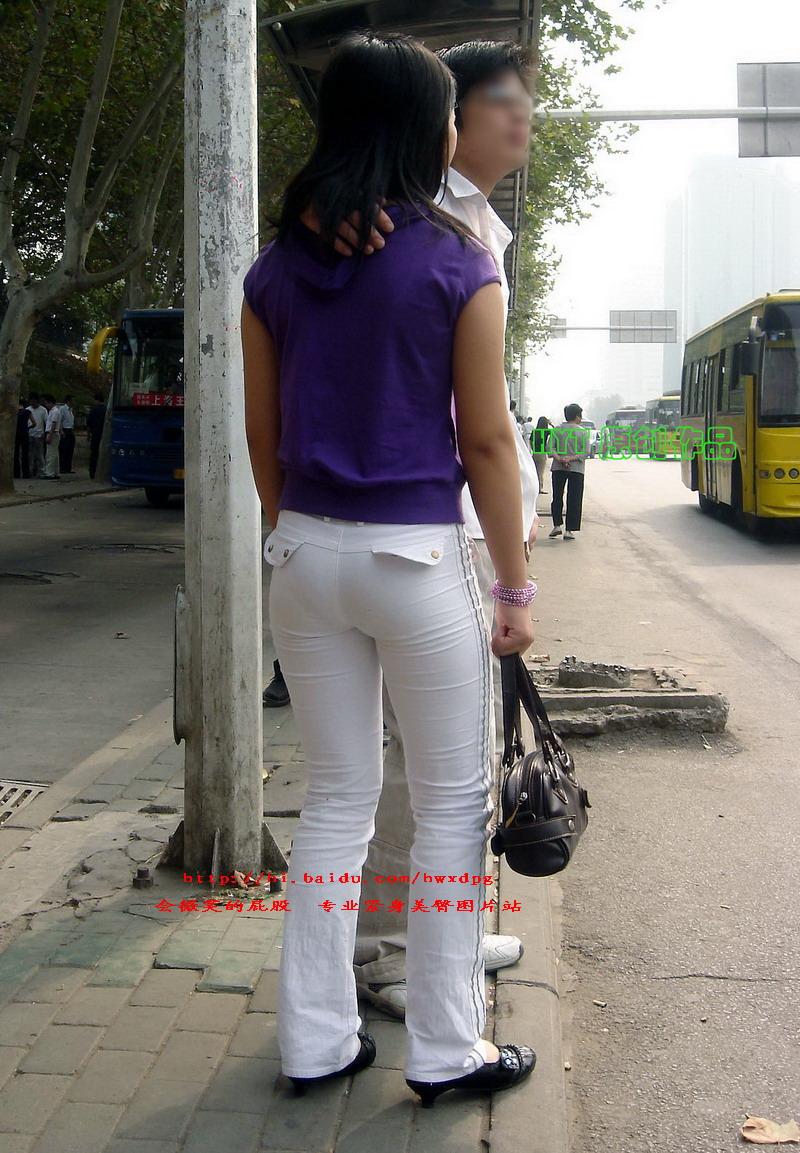 【转载】会微笑的屁股: 紫色上衣紧身白臀MM有男朋友陪真让人羡慕 - 燕bb - bannichyan 的博客