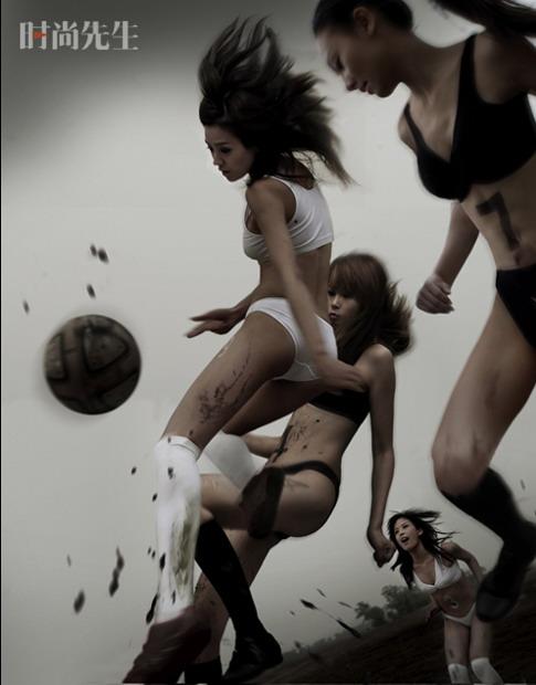 组图:周伟童湿身玩球反响大足球宝贝不为作秀