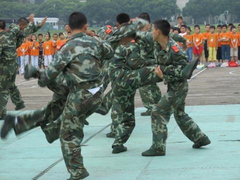 看!武警的表演 - 披着军装的野狼 - 披着军装的野狼