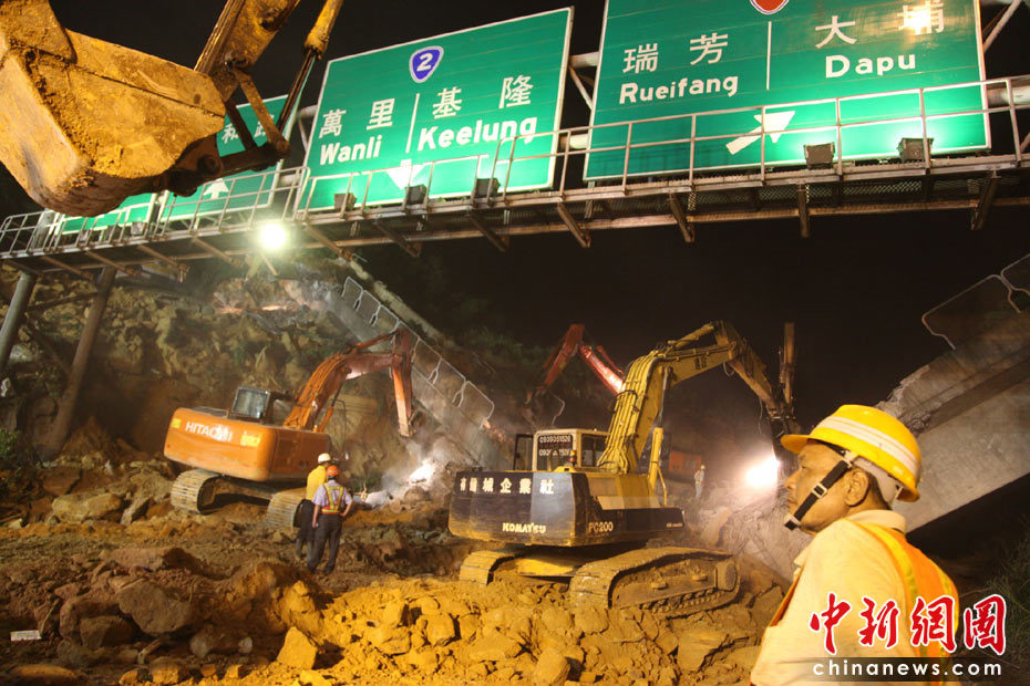 [组图] 台湾交通要道山崩 土石倾泻压垮桥梁(8P) - 路人@行者 - 路人@行者